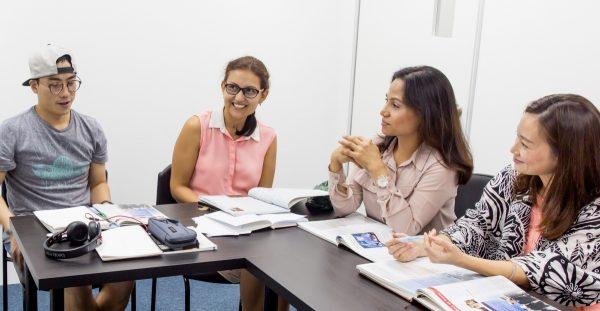新加坡综合英语课程 | 最好英语学校 | 提高成人英语听,说,读,写
